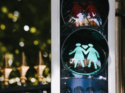 Schwules & lesbisches Paar gesucht für Doku